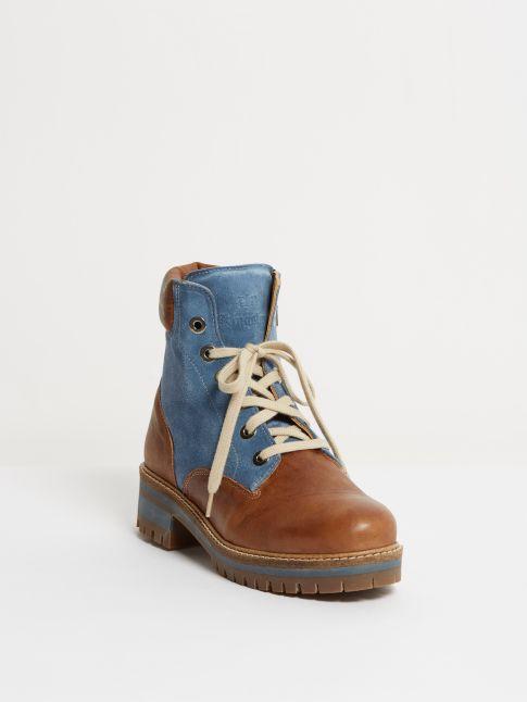 Kingsley Regina 01 Biker Boot cognac, jeans blue Front View
