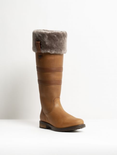 Kingsley Helsinki 01 Outdoorboot with taupe sheepskin gaucho brown gaucho chestnut front view