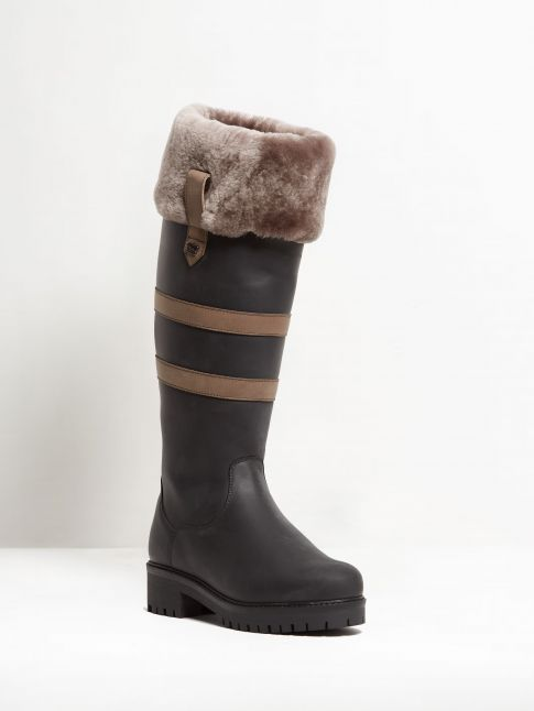 Kingsley Helsinki 02 Outdoorboot with Taupe Sheepskin gaucho black, gaucho grey front view