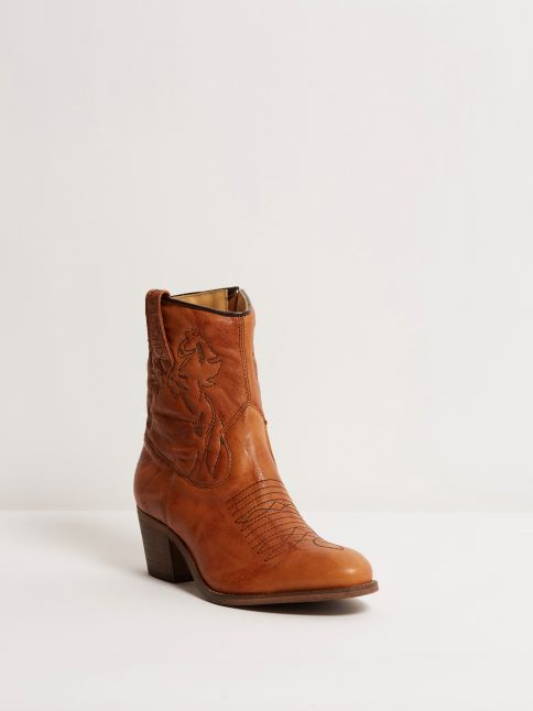 Kingsley Sun 01 Short Boot Limited Edition wrinkle cognac front view