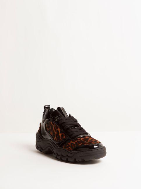 Kingsley Robin Sneakers special jaguar print, patent black front view