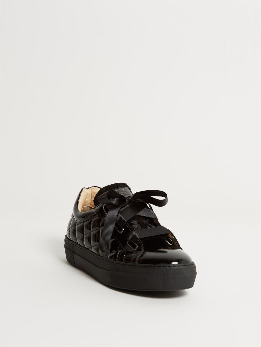 Kingsley Joy Sneakers roma black, sensory black front view