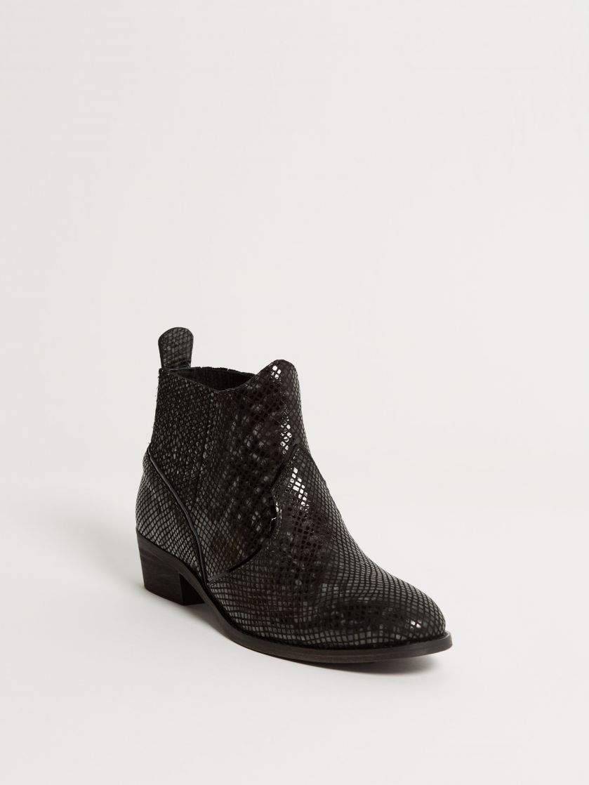 Kingsley Claudia Short Boots python special grey front view